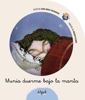 MUNIA DUERME BAJO LA MANTA